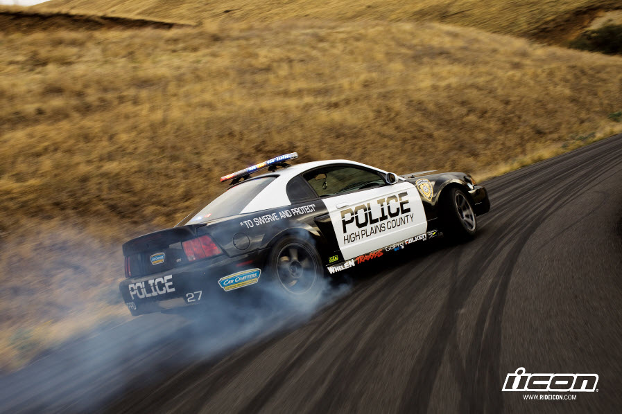 Triumph Speed Triple vs Ford Mustang Cobra (Video)_2
