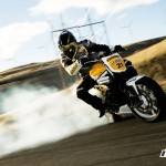 Triumph Speed Triple vs Ford Mustang Cobra (Video)_5