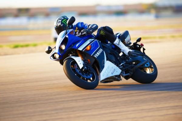 2013 Yamaha YZF-R1_19