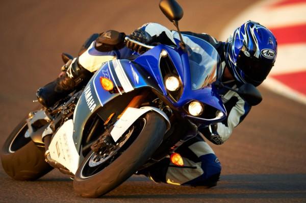 2013 Yamaha YZF-R1_21