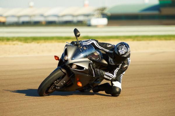 2013 Yamaha YZF-R1_25
