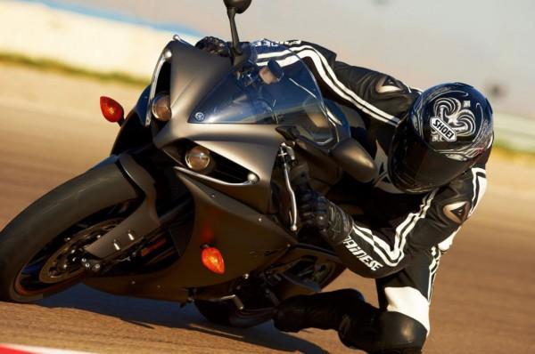 2013 Yamaha YZF-R1_26