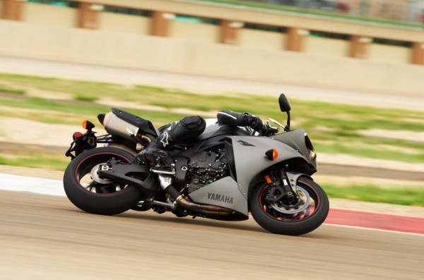 2013 Yamaha YZF-R1_3