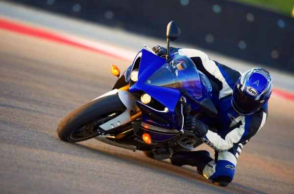 2013 Yamaha YZF-R1_9