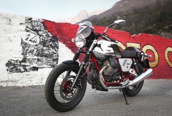 2013 Italian V-twin Moto Guzzi V7 Racer_9