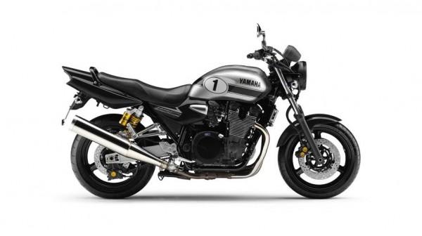 2013 Yamaha XJR 1300 Black Metallic Silver_1