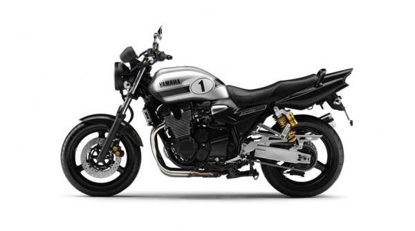 2013 Yamaha XJR 1300 Black Metallic Silver_2