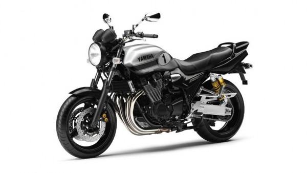 2013 Yamaha XJR 1300 Black Metallic Silver_3
