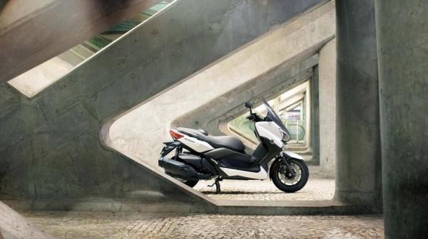 2013 Yamaha X-Max 400 Maxi-scooter_21