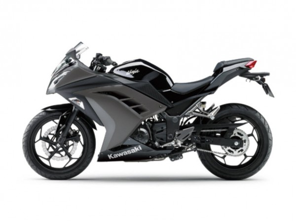 2015 Kawasaki Ninja 250 Ebony Metallic Raw Graystone_1