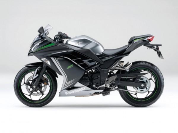 2015 Kawasaki Ninja 250 Metallic Moondust Gray Ebony_1