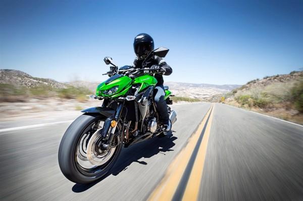 2015 Kawasaki Z1000 ABS In Action_10