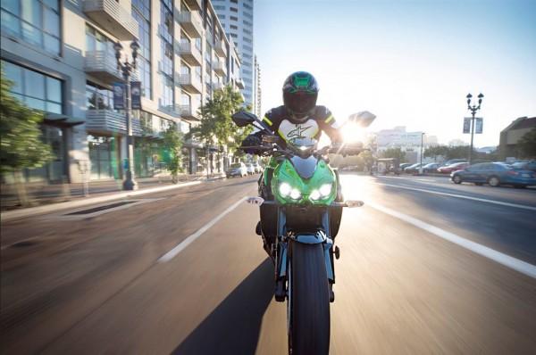 2015 Kawasaki Z1000 ABS In Action_2
