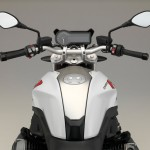 2015 BMW R1200R Light White Non-Metallic with Racing Red frame_4