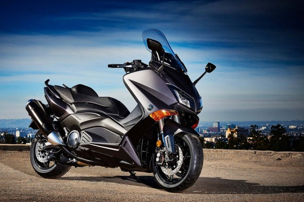 2015 Yamaha TMAX In Action_12