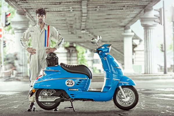 Peugeot Unveiled Django Sport and Evasion 50cc Scooters