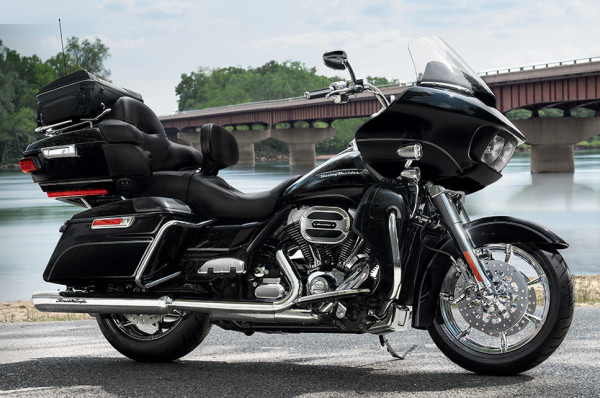 2016 Harley-Davidson Road Glide Ultra Vivid Black