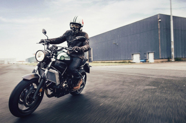 2016 Yamaha XSR700 Retro-styled Streetbike In Action
