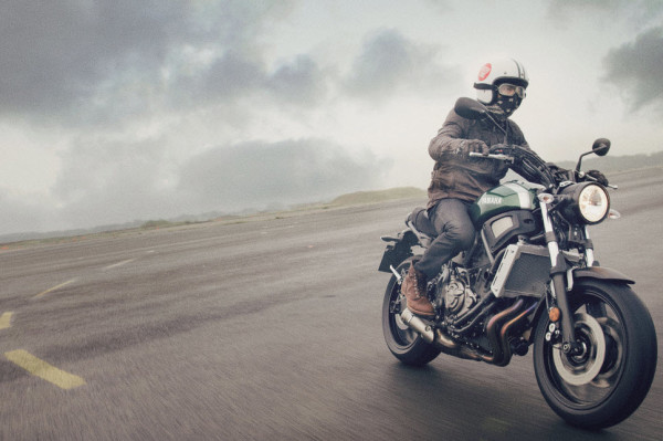 2016 Yamaha XSR700 Retro-styled Streetbike In Action_3