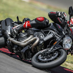 2016 Ducati Monster 1200R in Action_2