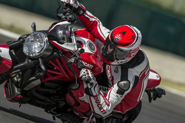 2016 Ducati Monster 1200R in Action_6
