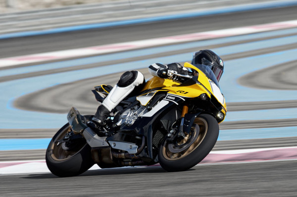 Yamaha YZF-R1 60th Anniversary Edition in Action_4