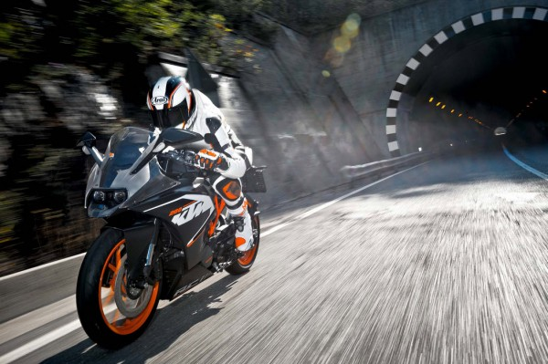 2014 KTM RC200 In Action_2